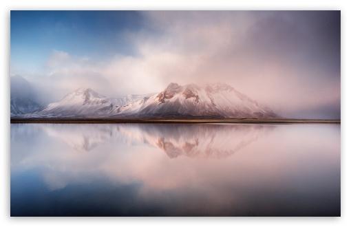 Download Beautiful Icelandic Mountains UltraHD Wallpaper