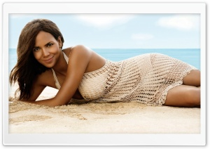 Halle Berry On The Beach HD Wide Wallpaper for 4K UHD Widescreen desktop & smartphone