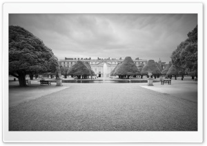 Hampton Court Palace Black And White HD Wide Wallpaper for 4K UHD Widescreen desktop & smartphone
