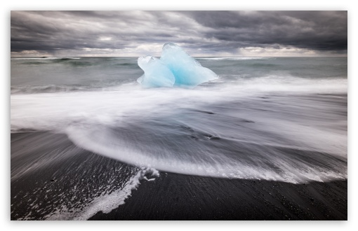 Download Icelands famous Diamond Beach UltraHD Wallpaper