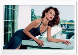 Milla Jovovich Stylish HD Wide Wallpaper for Widescreen