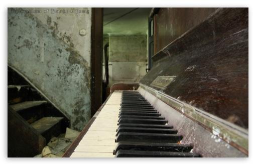 Download Old Piano HD Wallpaper