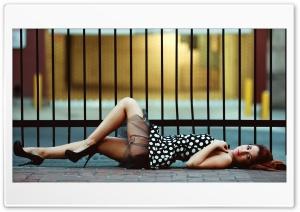 Sensuality on the sidewalk Ultra HD Wallpaper for 4K UHD Widescreen desktop, tablet & smartphone