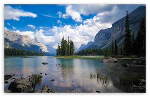 Download Spirit Island, Maligne Lake, Jasper National... UltraHD Wallpaper
