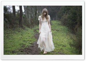 Taylor Swift Safe and Sound Ultra HD Wallpaper for 4K UHD Widescreen desktop, tablet & smartphone