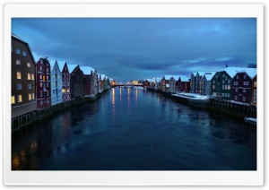 Trondheim am Nidelv whrend der Polarnacht Ultra HD Wallpaper for 4K UHD Widescreen desktop, tablet & smartphone